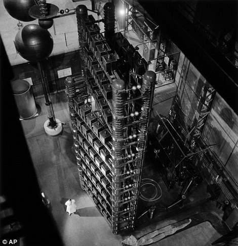 The nuclear fusion plant in Ivry, near Paris. Many of Doisneau's photographs related to Physics