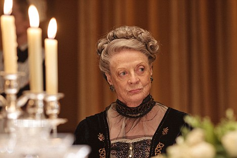 Countess Dowager on the middle-class habit of working five days a week: 'What is a 'weekend'?'