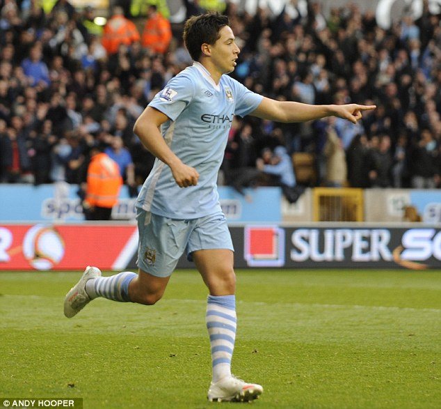 Samir Nasri celebrates his goal