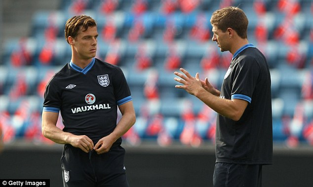 This is how you do it: Gerrard talks to Scott Parker who will also play a part against Norway on Saturday