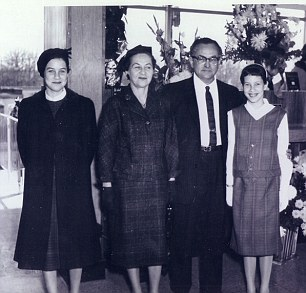 Sue (far right) with her parents and sister at the opening of her father Irwin¿s bank in New Jersey, 1961; to the outside world, he was also a respectable diplomat.