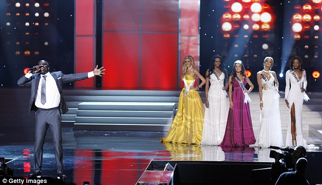 Serenade: Pop star Akon performs in front of the final five