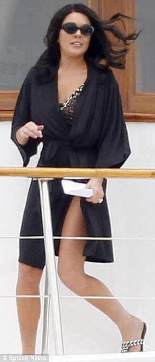 Unveiling: The star slipped off her black robe to reveal her costume
