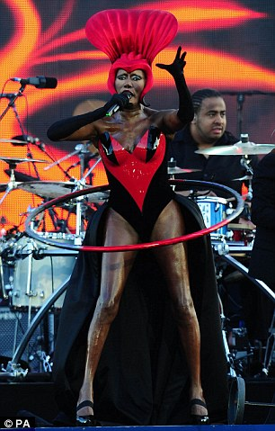 Hello London! Grace came on stage with her hoop which she started spinning as she launched into her smash hit song Slave To The Rhythm