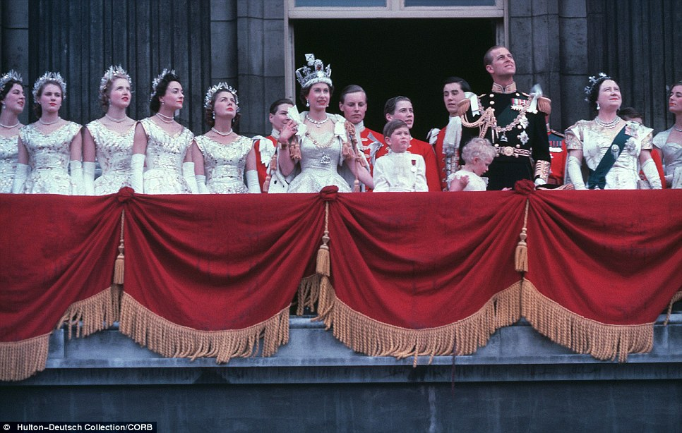 The Coronation: The new Queen waves from the balcony