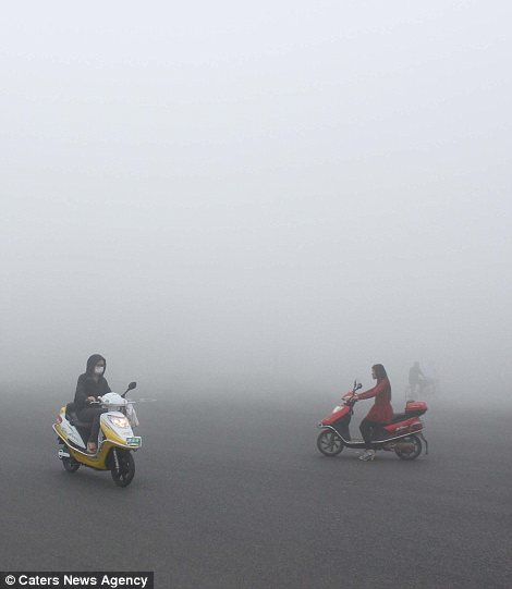 A citizen rides a bike in fog in Hefei, capital of east Chinas Anhui Province