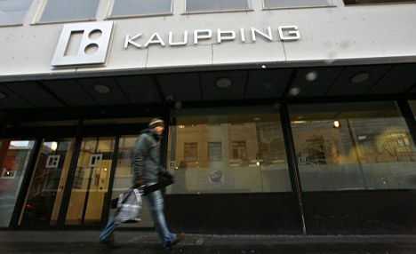 Alternative: Icelandic banks such as Kaupthing were allowed to fail