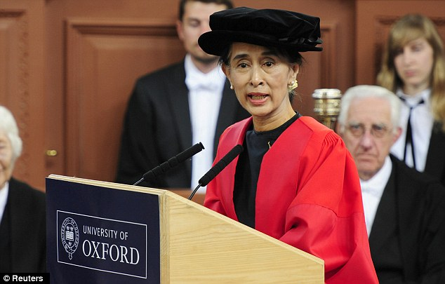 Speaking at the ceremony Aung San Suu Kyi said happy memories of her time at Oxford University helped her to cope with being under house arrest in Burma