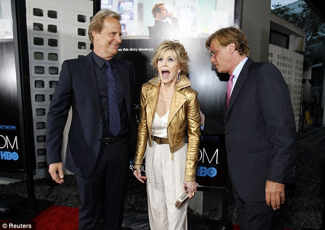 """Cast member Jane Fonda reacts as she poses with creator and executive producer Aaron Sorkin (R) and co-star Jeff Daniels at the premiere of the HBO television series """"The Newsroom"""""""