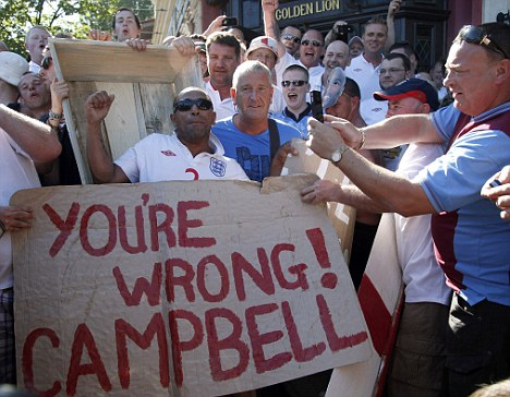 Mock-up: England fans taunted Campbell with demonstrations in Ukraine