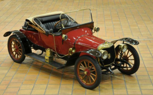 Dealers expect this vintage 1913 Panhard & Levassor X19 roadster to go for between £25,000 and £35,000