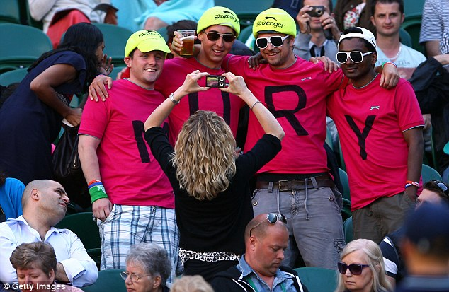 Need a spelling lesson boys? Tennis fans supporting Andy Murray are missing a couple of people