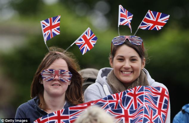 Red, white and blue: Freezing fans gather on Murray Mound to cheer no their hero