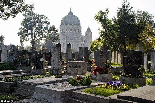 The robber claims to have amassed hundreds of skulls and dentures from graves in the Viennese Central Cemetery