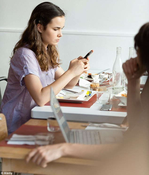 Technological distraction: Mobiles are killing dinner conversation
