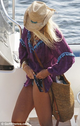 Time to go home: Elle threw on a kaftan and carried her tired son to the car