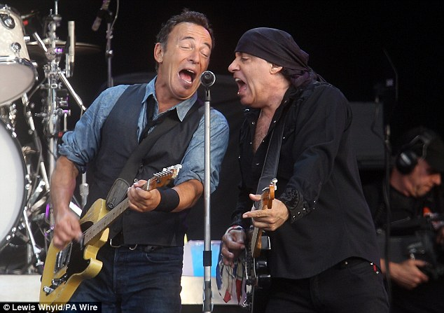 Bruce delighted the crowd with a 29 song set which lasted over three hours