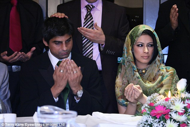 Sahar with husband Rashid Jamil at their wedding in 2007
