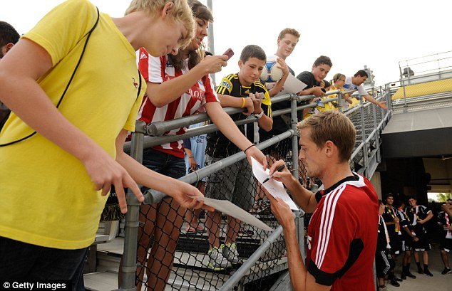 Sign here: Peter Crouch signs autographs for fans in America