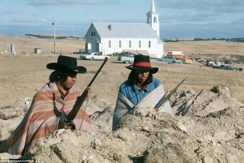 07 Mar 1973, Wounded Knee, South Dakota, USA: Wounded Knee, South Dakota: Armed Indian occupation of the settlement boiled down to a standoff with activists rejecting a Federal Government's 'final' offer which would allow them to leave