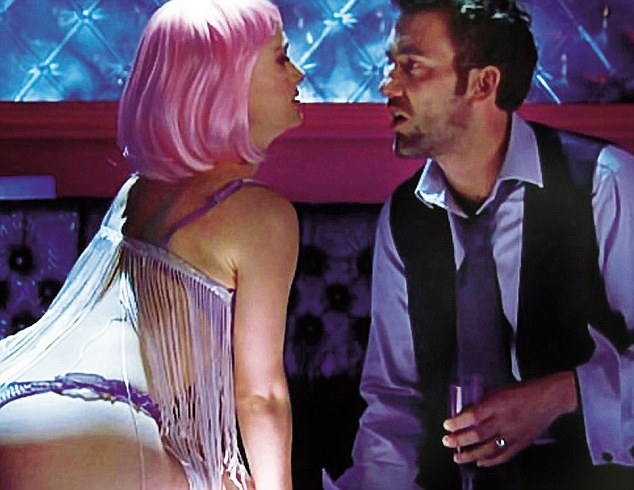 Clive with Natalie Portman in Closer