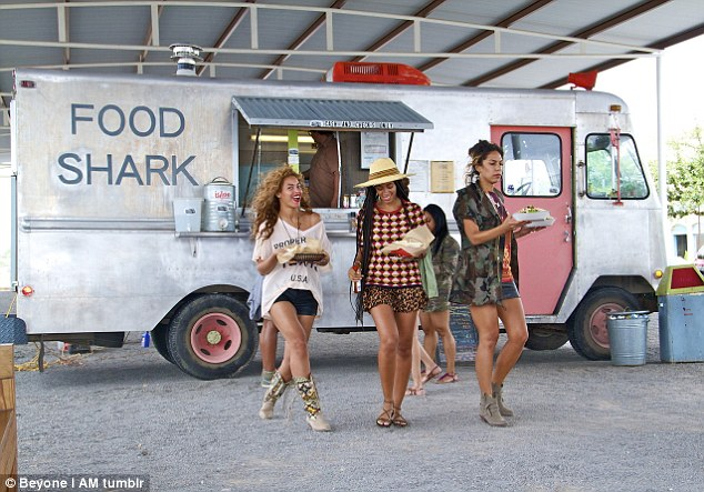 Girls got to eat! Beyonce visits a food truck with her gang
