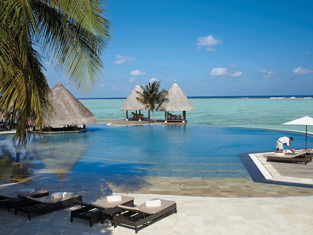 The sea views of the Maldives most popular resorts are set to be kept - but on a floating island instead of a real one