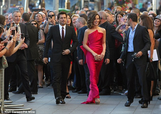 Making an entrance: Kate was flanked by husband Len Wiseman to her left, who directs the film, and Farrell to her right, who is the leading man
