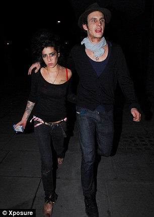 Amy Winehouse and Blake divorced in 2009 after two toxic years of marriage, with Amy the union with the words: ¿Our whole marriage was based on drugs.'