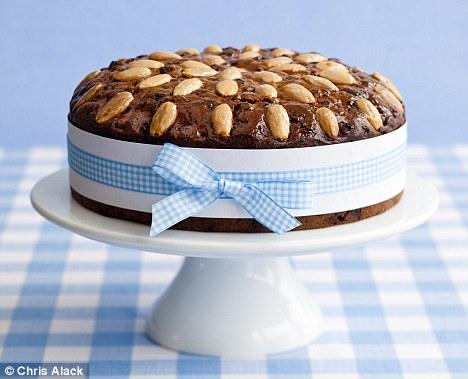 Chestnut, raisin and rum cake