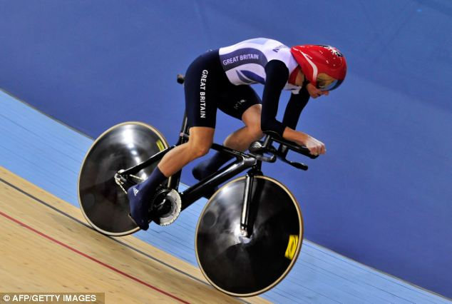 Storey eased around the track, smashing the world record time for the individual CV pursuit