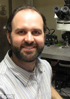 Dr Thomas Kash studies why alcoholics relapse