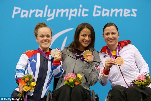 Victors: Simmonds, gold medallist Victoria Arlen of the United States and bronze medallist Tanja Groepper of Germany