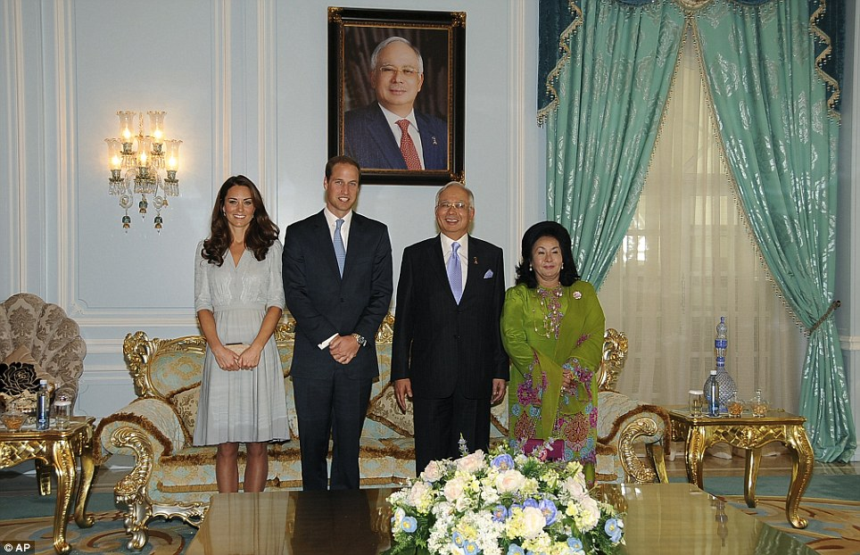 The Duke and Duchess of Cambridge pose with Malaysian Prime Minister Najib Razak, second from right, and his wife Rosmah Mansor during a luncheon in Putrajaya