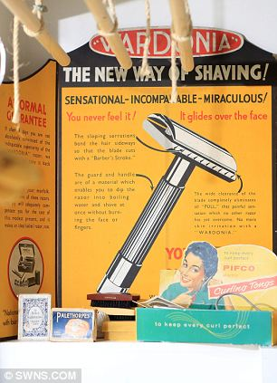 Incomparable: A sales display for safety razors with only one blade