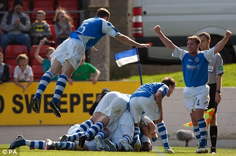 Shock: St Johnstone celebrate Rowan Vine's winning goal on Saturday