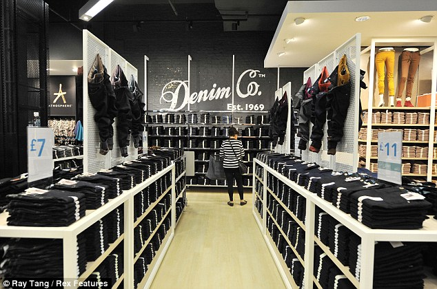 Grand opening: The flagship store has 1,443 employees, 111 cash desks and 92 fitting rooms