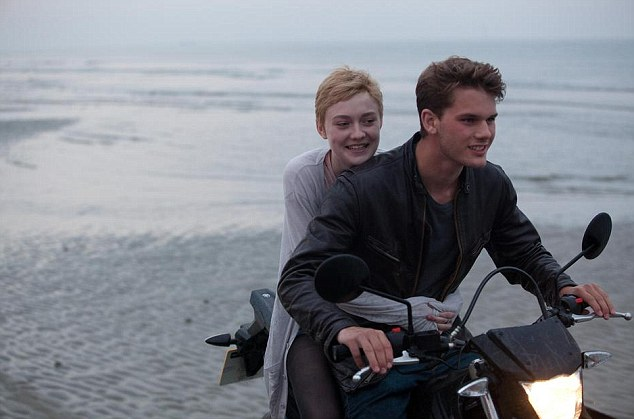 Emotional: Dakota Fanning and Jeremy Irvine in Now Is Good