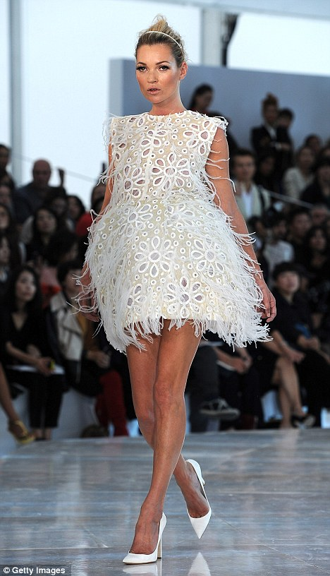 Kate Moss, here walking for the Louis Vuitton Ready to Wear Spring / Summer 2012 collection, is a definite 'Strider'.