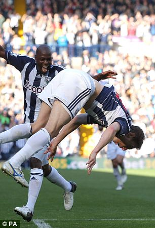 West Bromwich Albion's Zoltan Gera (right) celebrates after scoring his team's second goal