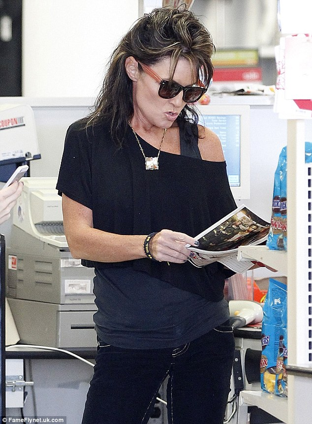 Found something interesting? Sarah Palin picks up National Enquirer which features daughter Bristol on cover