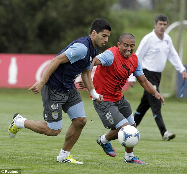 Eye on the ball: Suarez (left) and Egidio Arevalo Rios (centre) in training ahead of the World Cup qualifiers