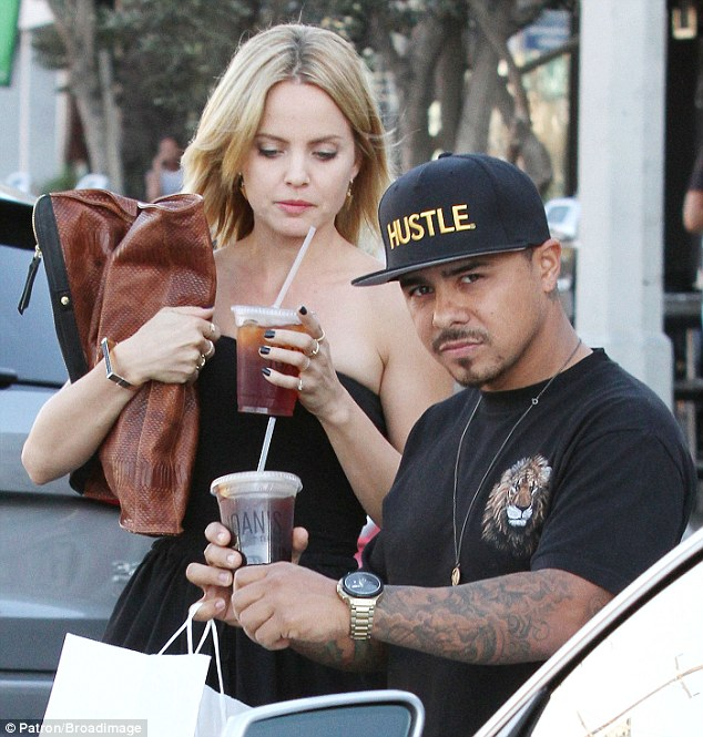 Keeping refreshed: The 33-year-old and the tattoo artist both held cups of iced drinks