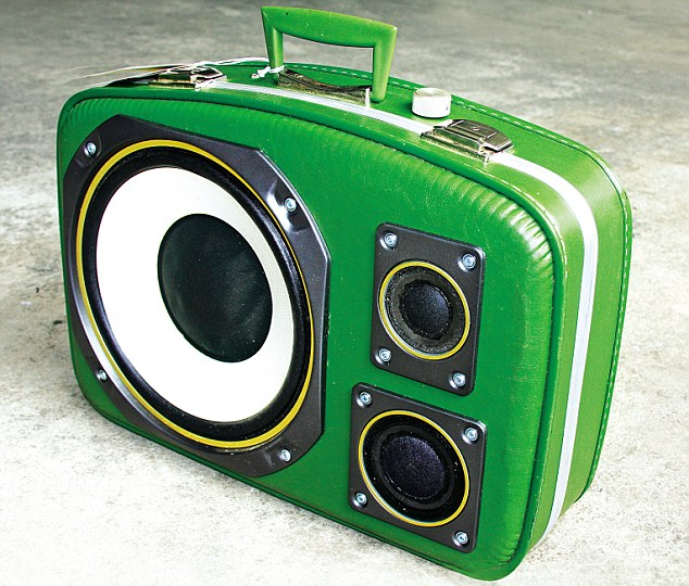 This model is called 'Aunt Bee', from the 'Diplomat' range. It boasts a 10in Fisher woofer, 4in mid and 2in tweeters. Power: 50W