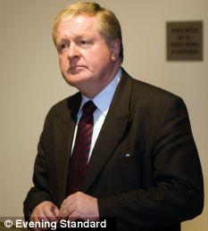 Former Metropolitan commissioner Sir Ian Blair has urged a boycott
