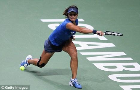 Fighting hard: Li Na can't prevent being beaten by Azarenka