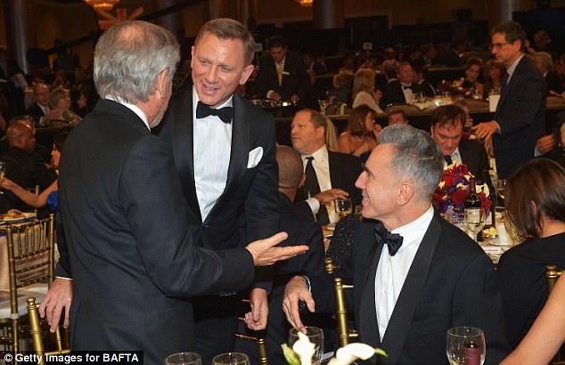 Daniel Craig lands tender kiss on the lips of Rachel Weisz ...