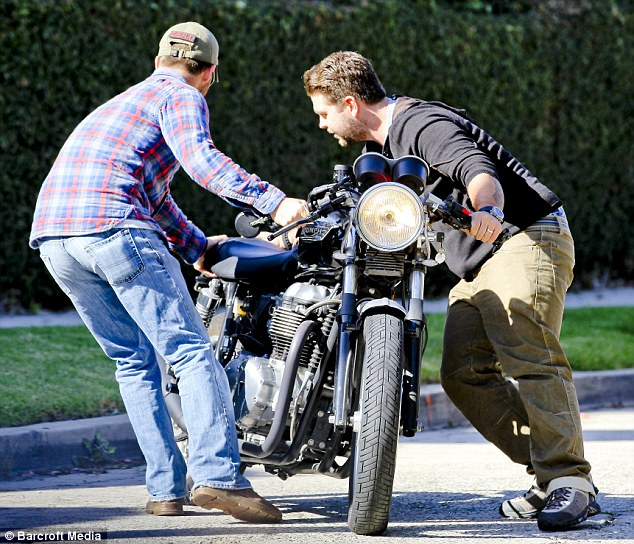Teamwork: The two men were seen pulling the motorcycle to the side of the road to avoid accidents or traffic