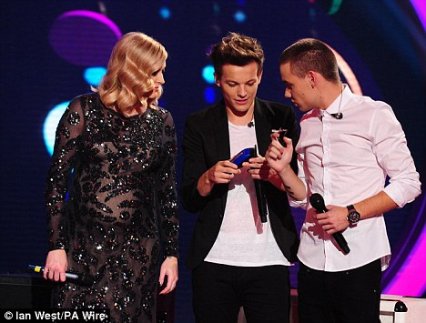 Good spirits: Liam seemed in a great mood as he chatted to presenter Fearne Cotton during the show