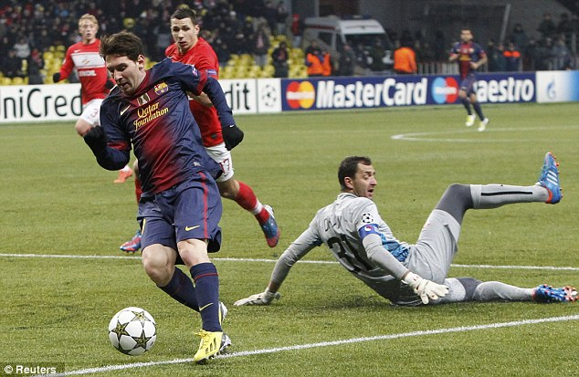 Now you see me... Messi rounded Andriy Dykan in Moscow